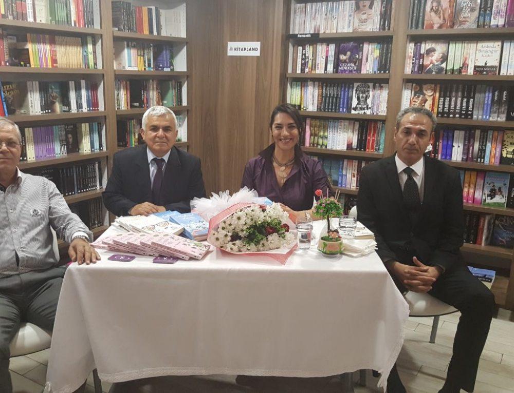 28 Kasım 2017'de Adana Kitap Land'de Mutluluğa İmza Attık